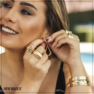 ... Imagem do produto Brinco Hôn com Detalhe Fosco Folheado a Ouro 18k af465755aa