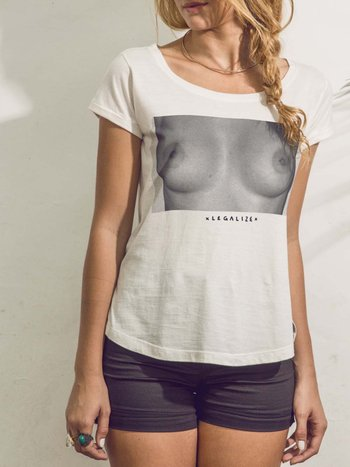 CAMISETA BASIC FREE THE NIPPLE